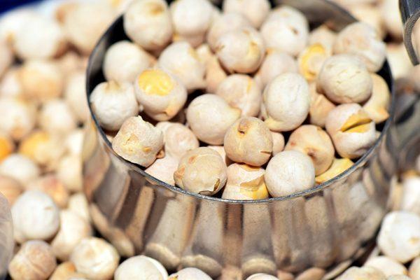Beyaz Leblebi Kalori ve Besin Değeri Nedir? Faydaları ve Diyeti Tarifi
