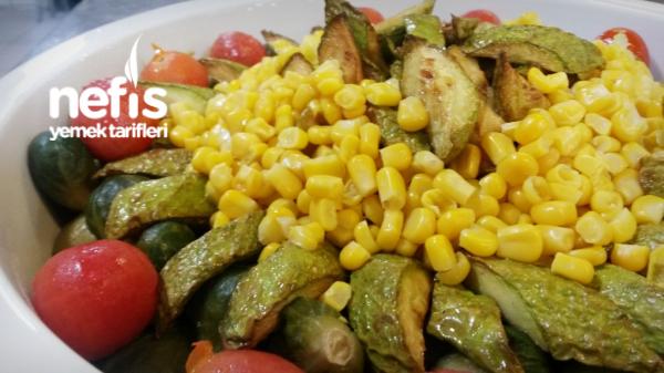 Soslu Sebze Salatası