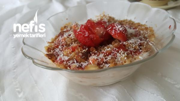 10 Dakikada Pişmeyen Meyveli Yoğurt Tatlısı