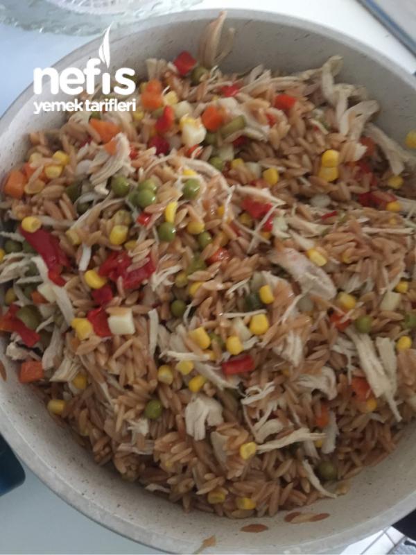 Arpa Şehriyeli Tavuk Salatası