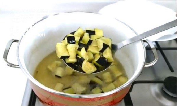 Fırında Patlıcan Yemeği Tarifi