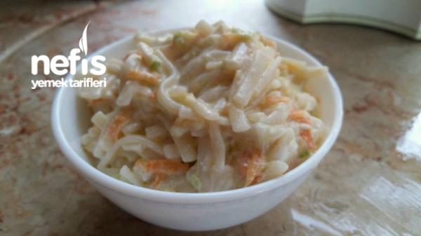 Sebzeli Tavuklu Erişteli Salata