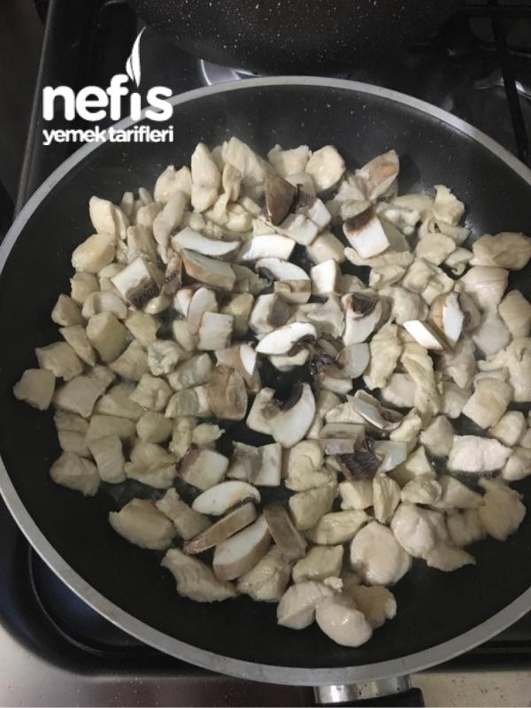 Soya Soslu ,Kremalı ,Tavuk Mantarlı Makarna