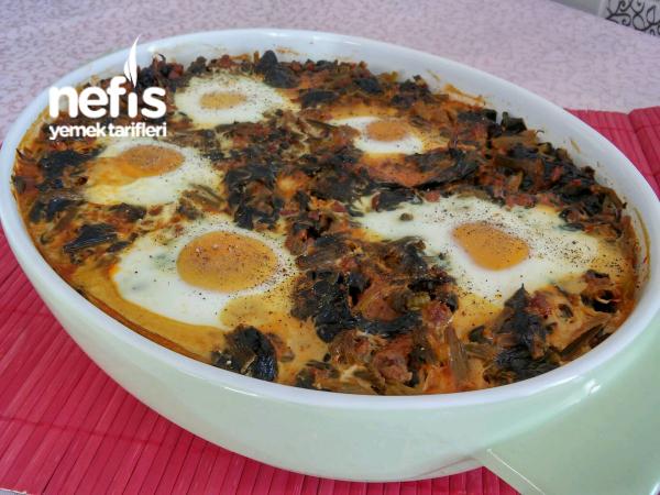 Fırında Kıymalı Yumurtalı Ispanak Yemeği