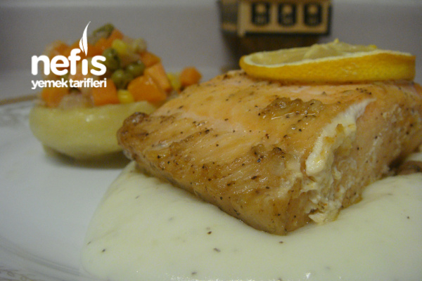 Fırında Somon Balığı Ve Sunumu