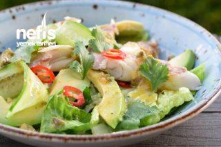 Greyfurt Soslu Levrek Salatası Tarifi