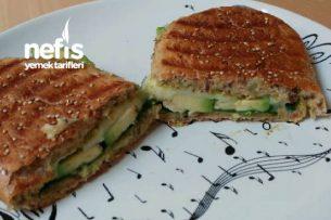 Pesto Soslu Yeşil Tost Tarifi