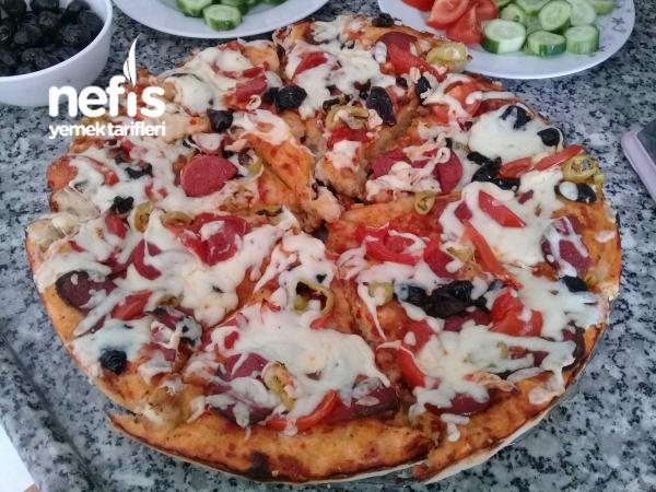Pizza (Basit Malzemelerle)