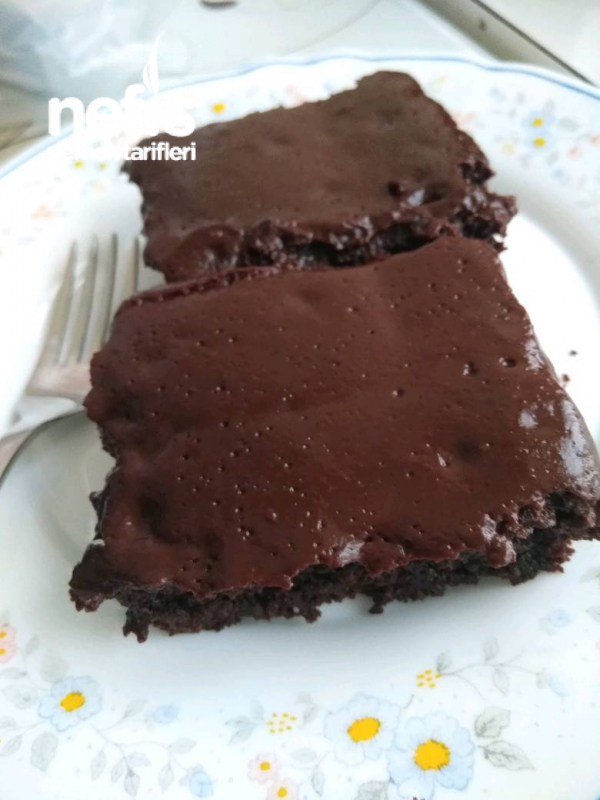 Çikolata Soslu Kek Tarifi tadına Doyamayacaksiniz
