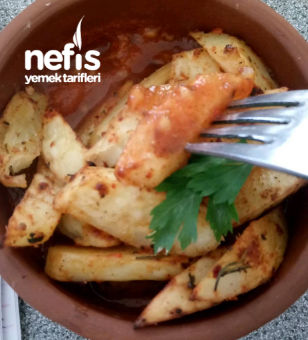 Domates Sos Üzerine Fırınlanmış Patates