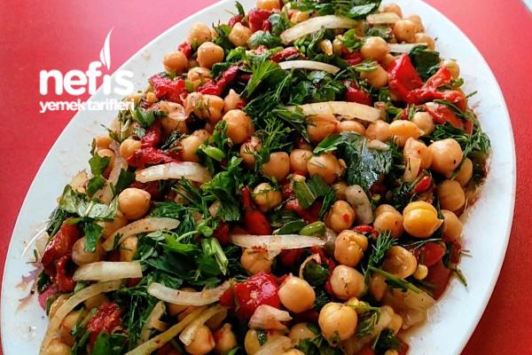Nohut Salatası (Közlenmiş Biberli) Tarifi