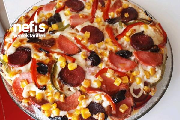 Bol Malzemos Makarna Pizza (Olurmu Demeyin Çok Lezzetli) Tarifi