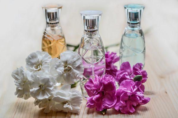 Parfümler Hakkında Kokulu Bilgiler İçeren Yazı Dizisi Tarifi