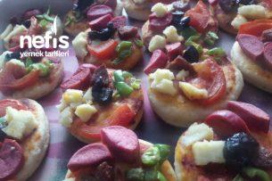 Mini Mini Pizzacıklar (Hamuru Tam Kıvamında) Tarifi
