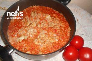 Tavuklu Domatesli Zeytinyağlı Pirinç Pilavı Tarifi
