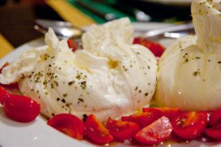 Burrata Peyniri Dışı Mozzarella İçi Krema Tarifi