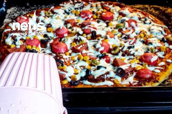 İnce Tabanlı Pizza (Hazırları Aratmayan 2 Büyük Boy) Tarifi