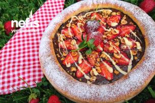 Çilekli Çikolatalı Fındıklı Tatlı Pizza Tarifi