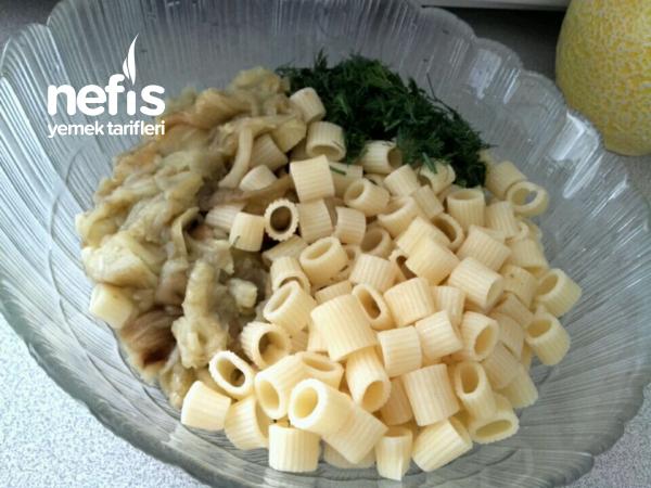 Köz Patlıcanlı Makarna Salatası