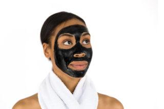 Siyah Yüz Maskesi Nasıl Yapılır? Ne İşe Yarar?