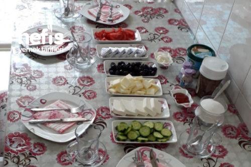 Arkadaşlarımla Kahvaltım Tarifi