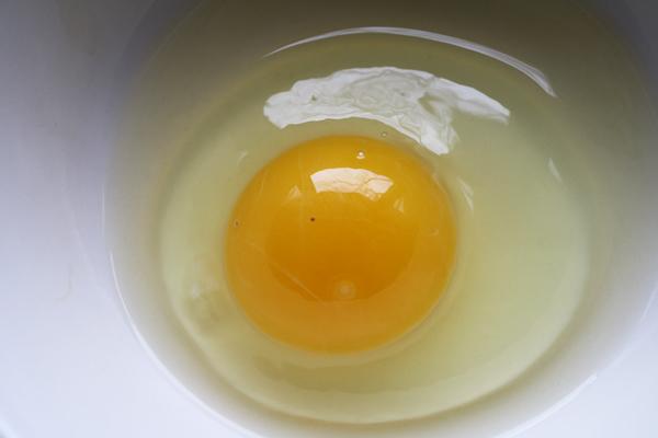yumurta akı maskesi siyah nokta