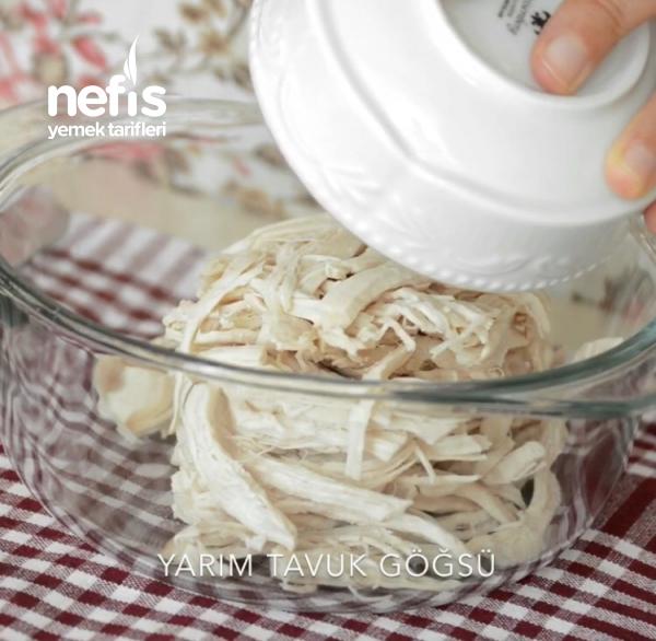 İftar Davetleri İçin Pratik Bir Meze : Yoğurtlu Tavuk Salatası