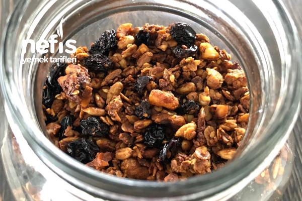 Granola (Diyet Kahvaltılık Ve Sağlıklı Atıştırmalık Tarif) Tarifi