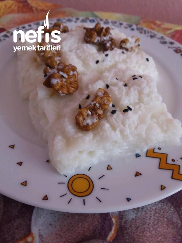 Güllaç (Çörek Otlu Hindistan Cevizli