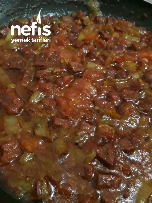 Kahvaltı İçin Mükemmel Seçin (sucuk-domates-carliston)