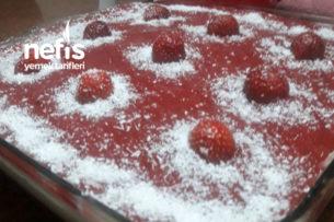 Çilekli Islak Pasta Tarifi