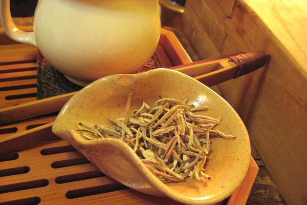 Beyaz Çayın Faydaları Nelerdir? Zayıflatır Mı? Nasıl Demlenir? Tarifi