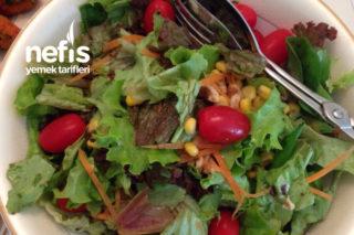 Mevsim Salata (Özel Sosu İle Birlikte) Tarifi