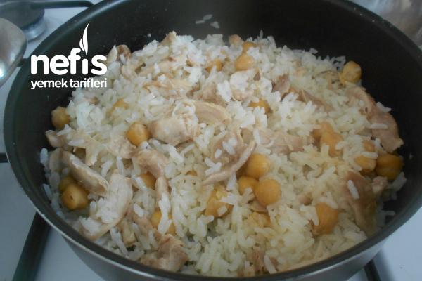 Tavuklu Nohutlu Pirinç Pilavı Tarifi