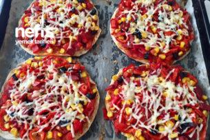 Bazlama Yataklı Pratik Enfes Pizza Tarifi