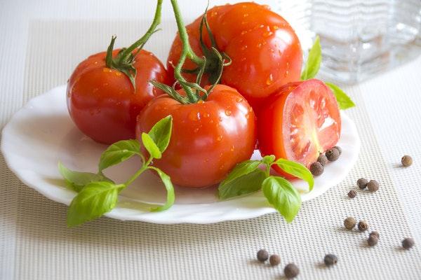 1 domates kaç kalori