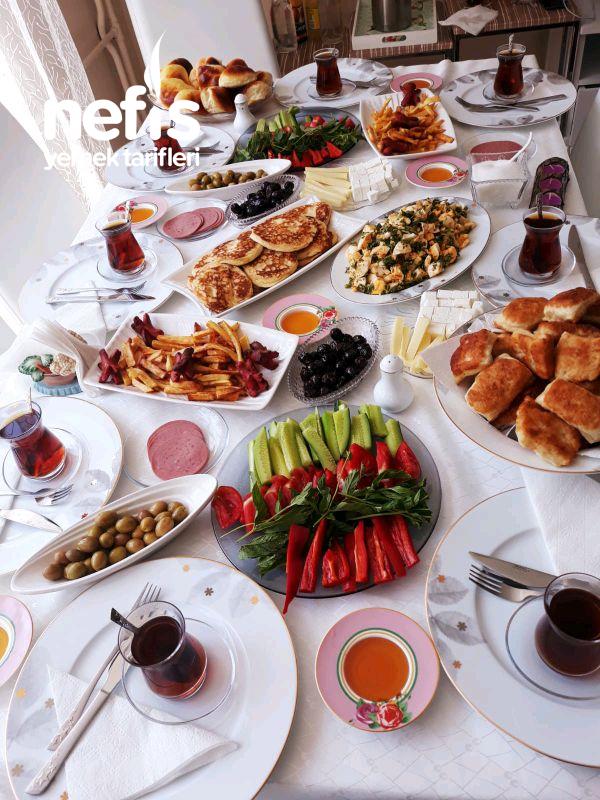 Nefis Kahvaltı Sofrası