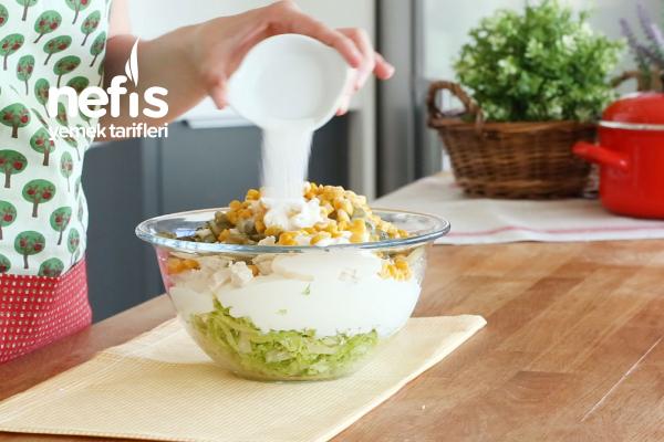 Tavuklu Göbek Marul Salatası