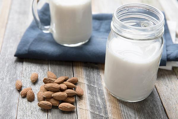 Evde Badem Sütü Nasıl Yapılır Resimli Tarif