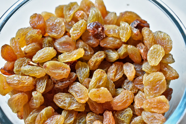 sarı kuru üzüm kaç kalori