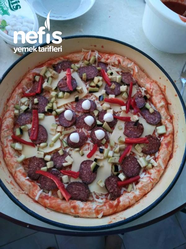 İtalyan Hamuruyla Özel Pizza
