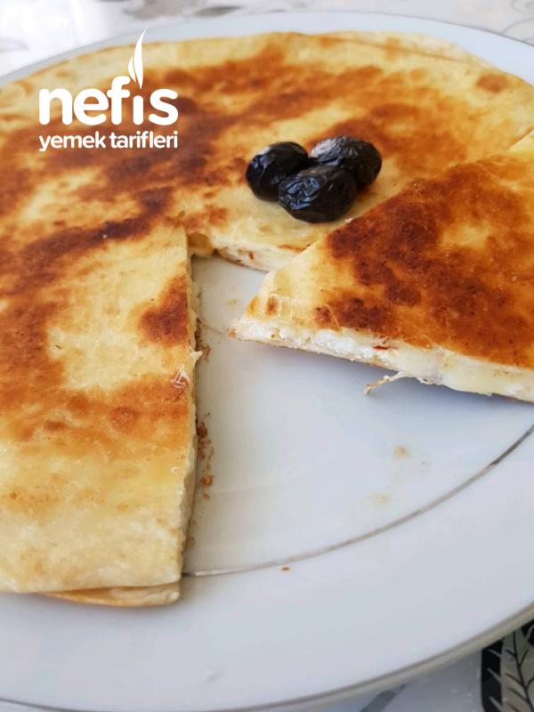 Sabah Kahvaltısına Pratik Peynirli Börek