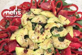 Avokadolu Balık Yanı Salatası Tarifi