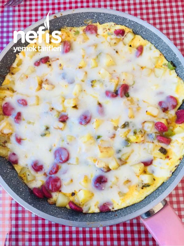 Patatesli Sosisli Omlet
