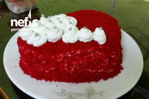 Kırmızı Kalp Yaş Pasta Tarifi