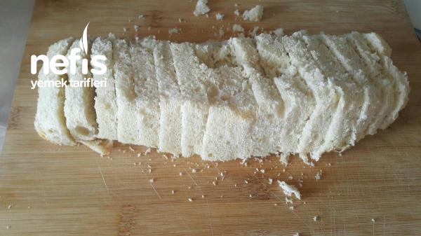 Peynirli Ve Pırasalı Bayat Ekmek Böreği