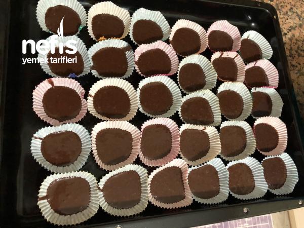Çikolata Soslu Mini Kekler
