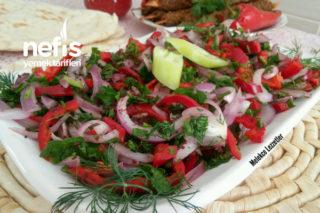 Kapya Biberli Kebapçı Soğan Salatası Tarifi