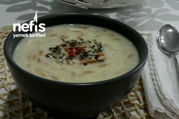 Tavuk Suyuna Çorba (Kavrulmuş Şehriyeli) Tarifi