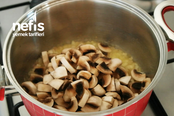 Harika Kremalı Mantar Çorbası